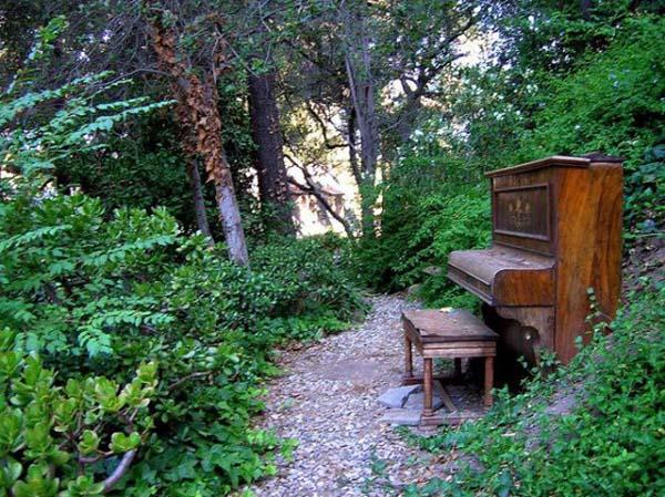 piano buiten locatie