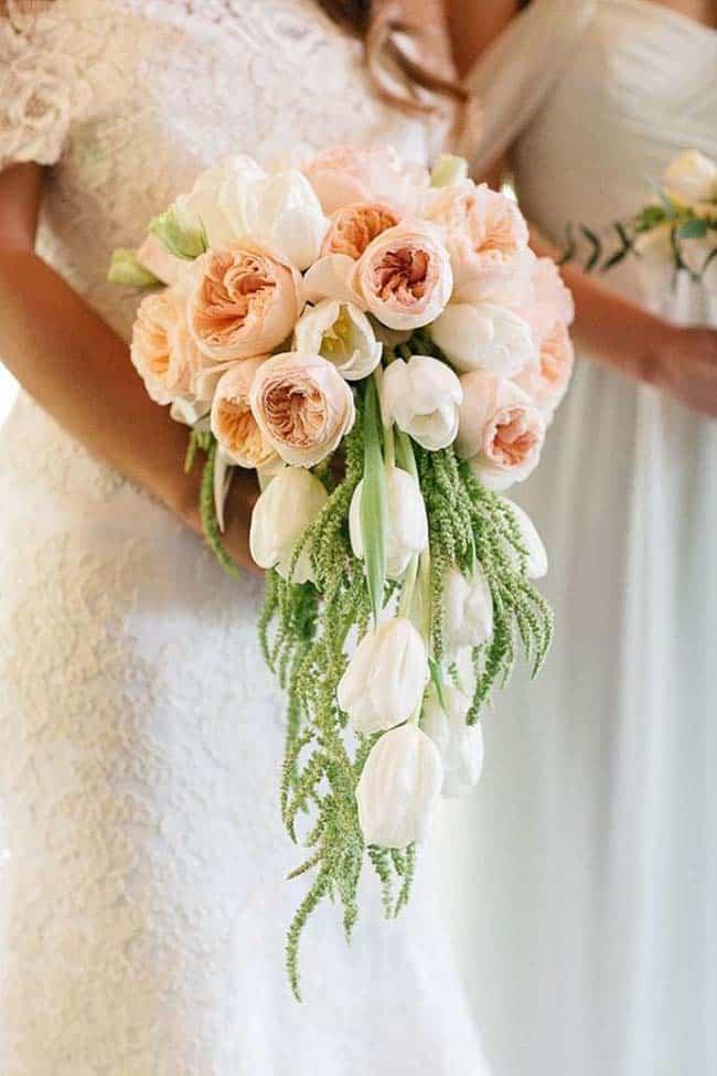 Bruidsboeket tulpen zalm waterval