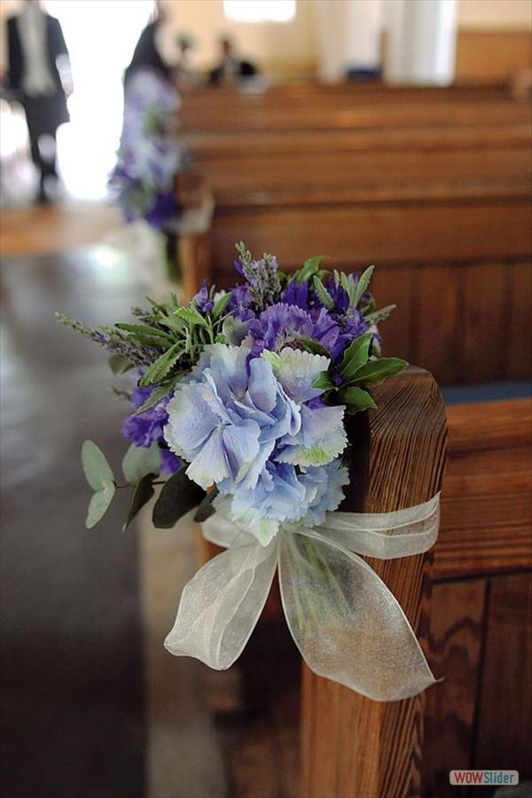 Kerkbanken bloemen blauw